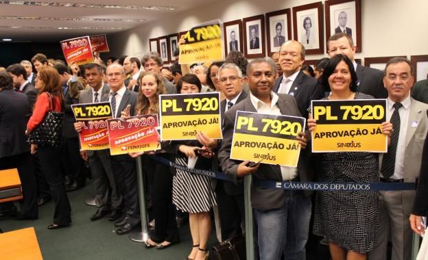 Projeto de Aumento Salarial é Aprovado na Comissão de Finanças da Câmara
